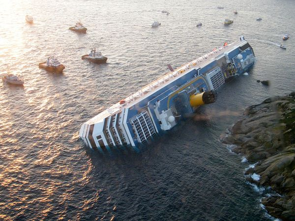 Costa-concordia-off-coast_47180_600x450