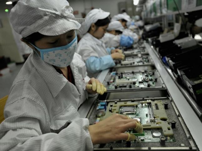 Foxconn-working-645x483
